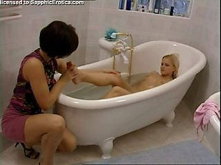 Bathtub Seduction screenshot #6